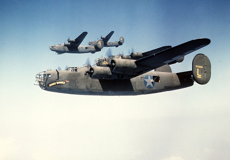 800px-B-24_Liberators_in_Formation,_1980.JPEG