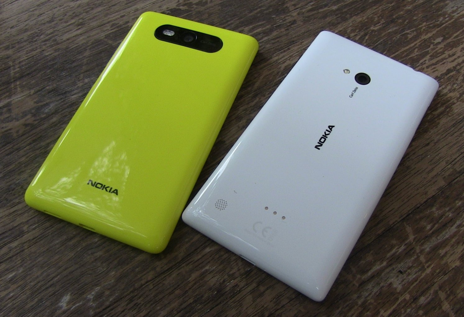 Nokia-Lumia-720-vs-820.jpg